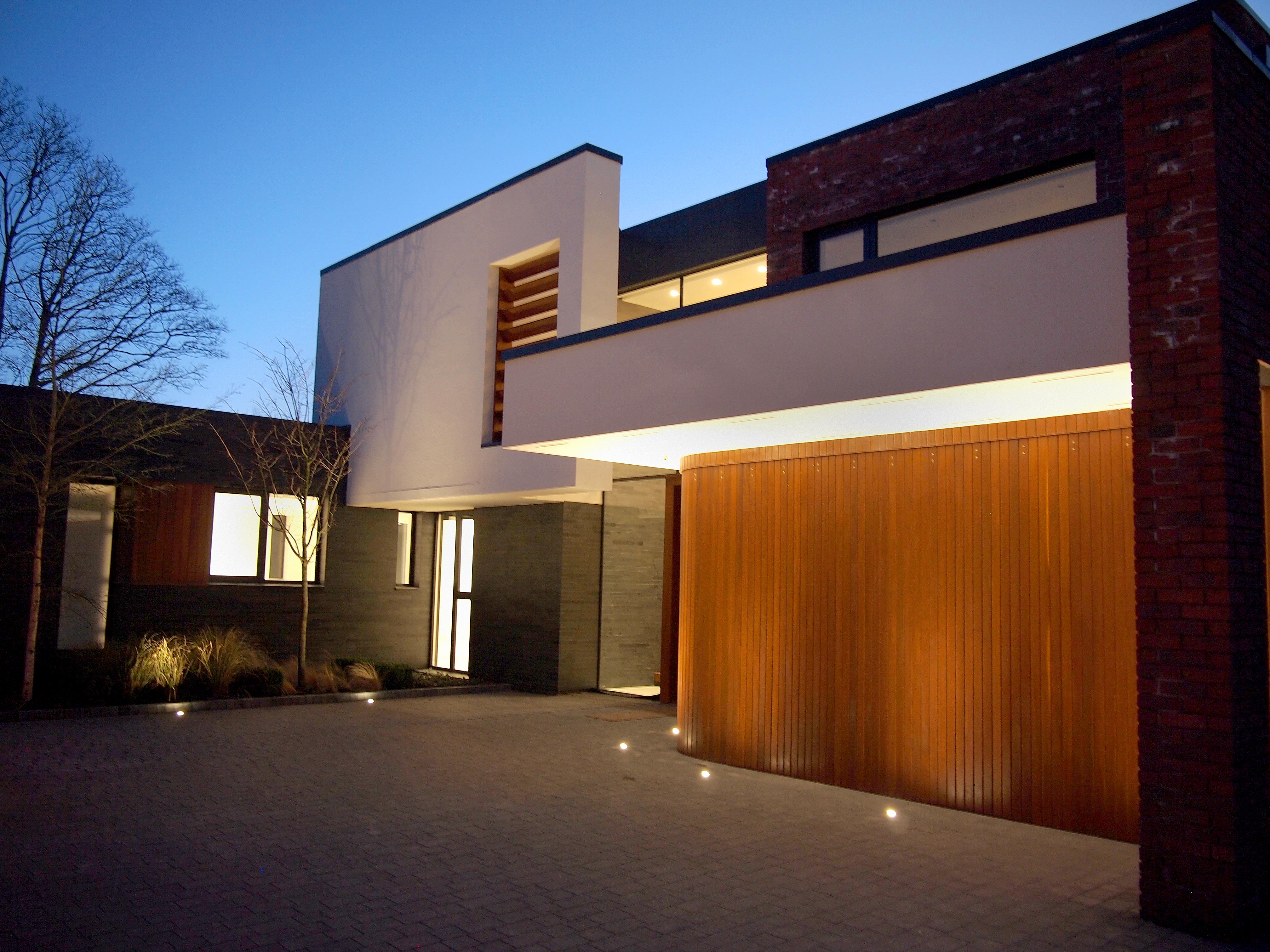 rundum meir high tech classic handmade garage doors. Black Bedroom Furniture Sets. Home Design Ideas