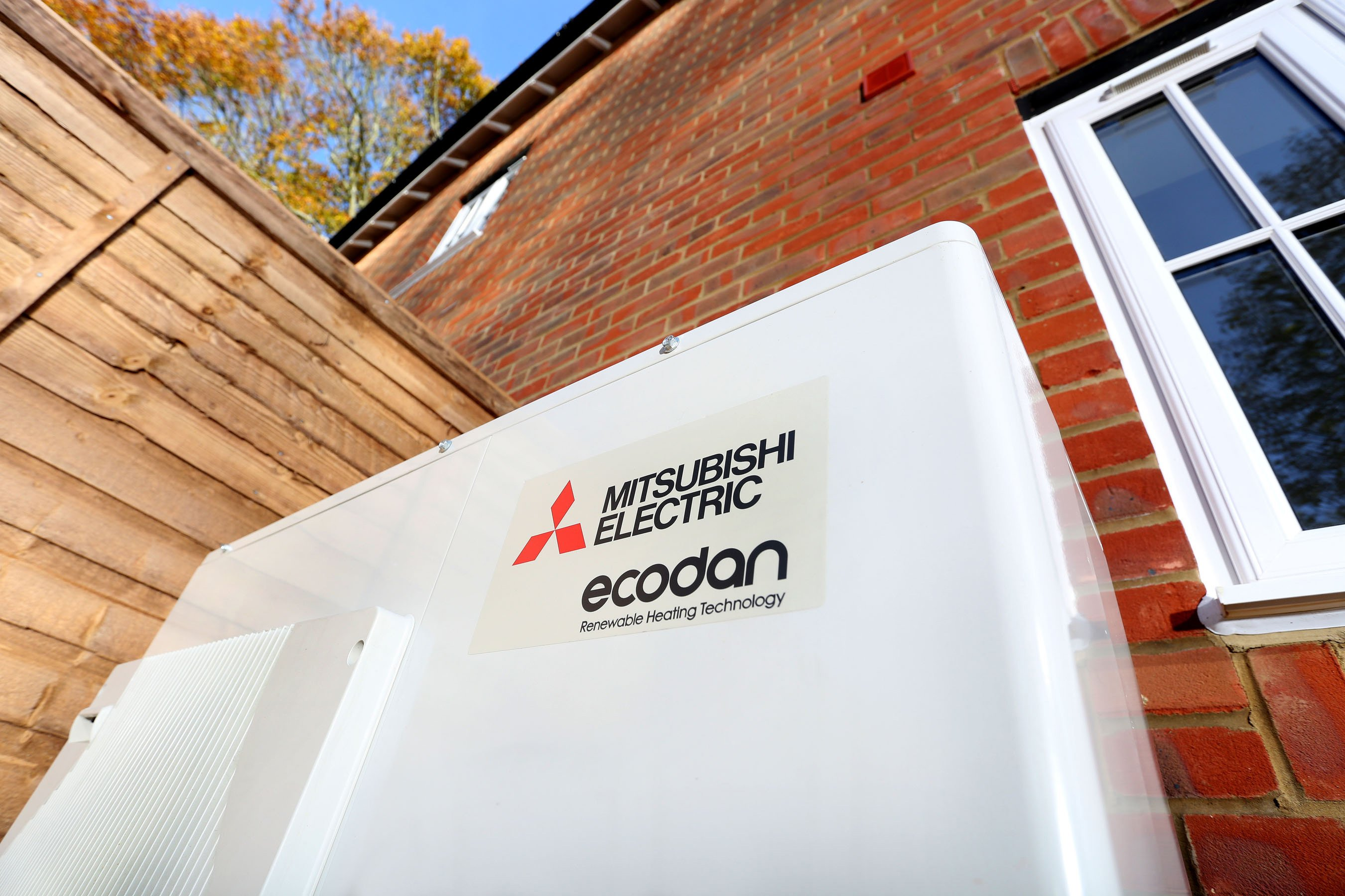 Latest renewable technology to heat ground-breaking Warwickshire homes